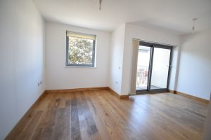 1 Double bedroom with Balcony- Charlton SE7