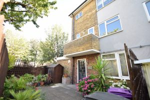 Three double bedroom home – Isle of Dogs – E14